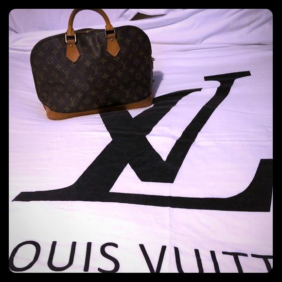 Louis Vuitton Handbags - Louis Vuitton Alma bag